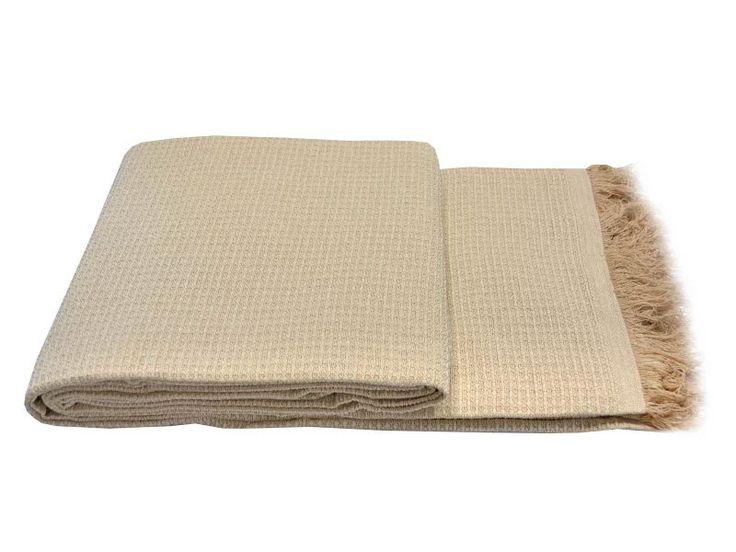 #colchas de fabricacion nacional #algodon color #marfil que es muy facil de limpiar, es ideal para cubrir como fundas de sofas para 1,2,3,4 plazas y usar para cubrir camas, Y disponible en 3 tamaños diferentes, en catayhome comprar colchas de multiusos baratos online www.catayhome.es