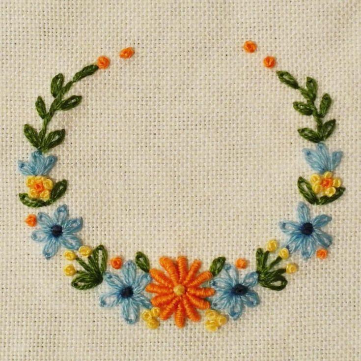 いいね!594件、コメント3件 ― 【atelier Ao】Mayu Kashimotoさん(@atelier.ao)のInstagramアカウント: 「* *オレンジとブルーの組合せ。 * * * * * * * * * #手刺繍#花輪#crown #embroidery#刺繍#DMCembroidery #embroideryart…」