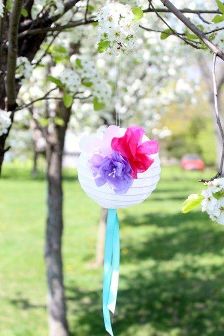 Бумажные фонарики, украшенные цветами