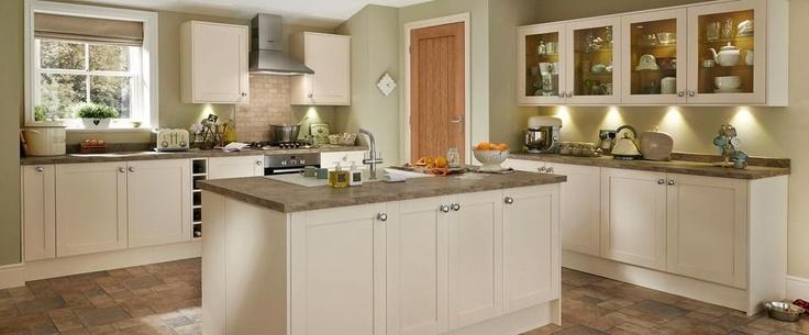Greenwich shaker cream kitchen range kitchen families for Cream shaker kitchen ideas