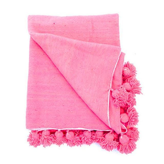 Pom Pom Perfection.. right here.. To find this search 'moroccan pom pom' on dtll.com.au (link in profile) #pink #pompom #blanket #moroccan