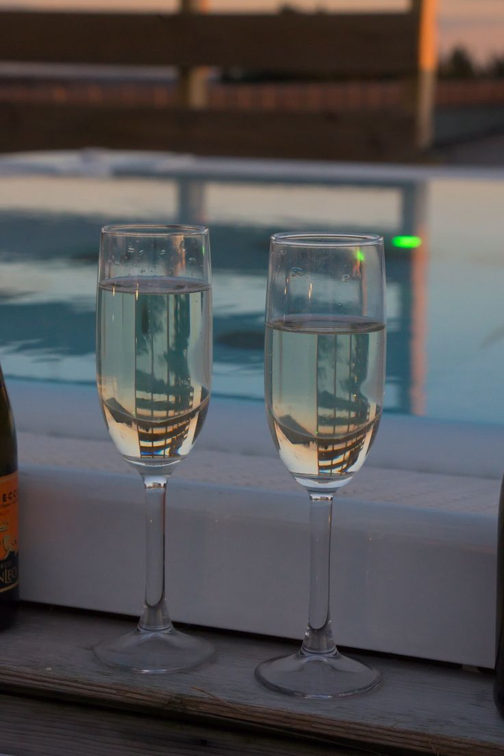 Sunset proseccos in the rooftop hot tub at Cotswolds Hotel & Spa in Chipping Norton, Oxfordshire. | Amy Tinson Photography