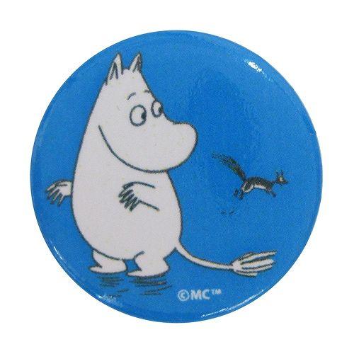 フィンランドデザインのシンプルでかっこいい缶バッジがドリーム・ぽけっとに登場です。缶バッジになったムーミンや仲間たち。洋服や帽子のアクセントとしてワンポイントでつけてファッションのポイントに。また、バッグにお気に入りをいくつかつけるのもフィンランドの若者の間で流行っているそうですよ。[素材]ブリキ[サイズ]直径:約3.2cm 針:約2.2cm[原産国]フィンランド【輸入元】株式会社ピーオーエス(Xmarkcenter)※商品の色や質感を出来るだけ忠実に再現するよう心掛けていますが、画面上の色はブラウザや設定により実物と若干異なる場合がございます。