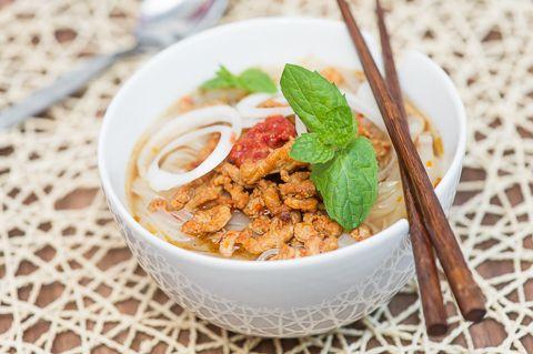 Possu-riisinuudelikeitto