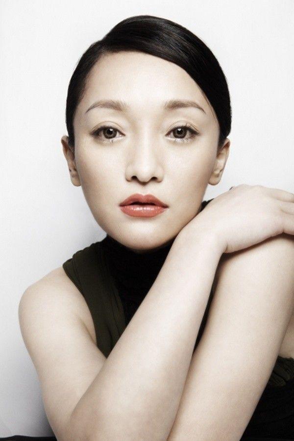 Foto Zhou Xun Fashion Shoot untuk Cover Majalah