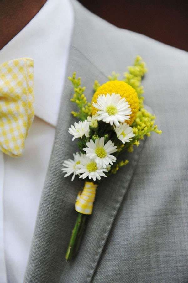 yellow billy balls and small daisies