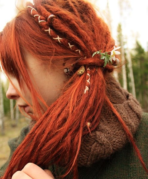 love love love. Jeremy is planning on getting dreads and it's made me start thinking again about getting some myself. This is about how I would want them to look. I want to keep my bangs and I might dye it a little bit redder like I used to all the time. Should I??