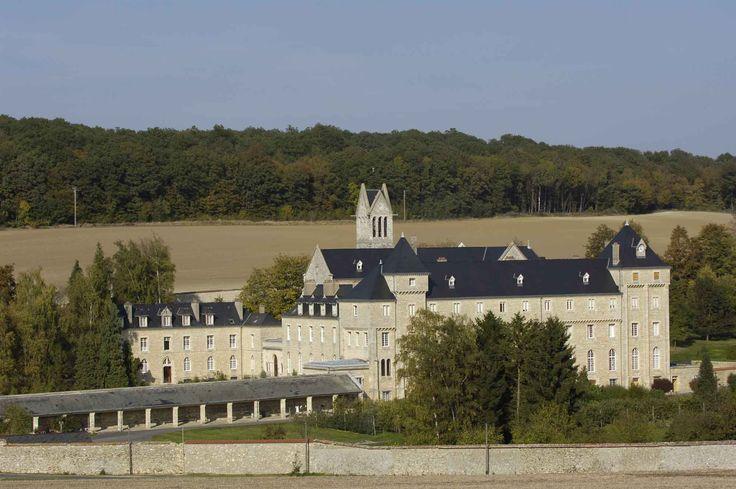 """Au départ de Vézilly, cet itinéraire champêtre effectue un détour par le département de la Marne. Hors circuit, l'abbaye trappiste d'Igny a été choisie par Paul Claudel comme emplacement de """"L'otage"""", drame publié en 1911."""