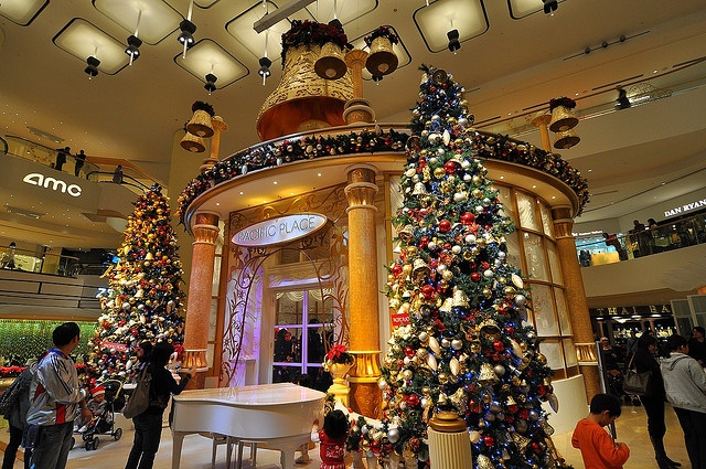 Pacific Place shopping mall - Christmas decoration by 西文 Simon, via Flickr