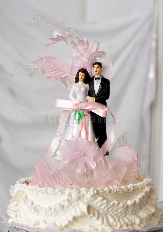 Wedding Cake Top Tier Of The Wedding Cake With Bride And Groom Sponsored Sponsored Affiliate Cake Bride Groom In 2020 Wedding Cakes Wedding Bride Groom