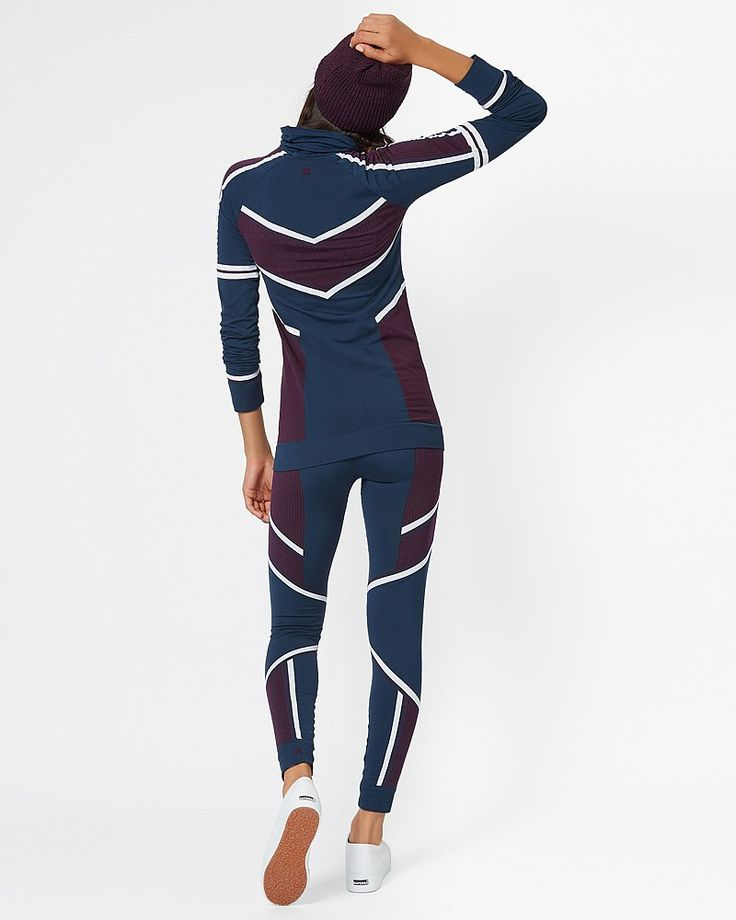 Look base-ically perfect in these colour block base layer leggings. Crafted in quick drying fabric, the ribbed waistband and hem ensure all day comfort on the slopes and for winter training.
