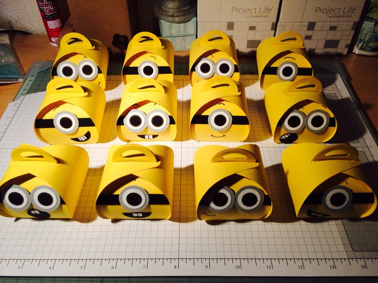 Minion treat boxes made with the Stampin Up Curvy Keepsakes Box Die.