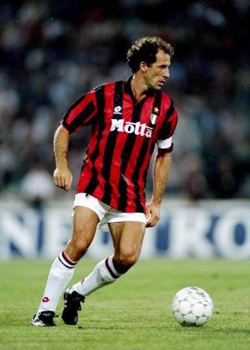 Så blev det tid til en ny spiller i vores liste over de bedste spillere siden 1980. Franco Baresi. Sweeperen med 719 kampe for Milan fra 1977 til 1997. 3 Champions League titler, 2 VM for klubhold, 1 VM, 1 VM Sølv, 1 VM Bronze, 6 Italienske mesterskaber og 3 europæiske supercups. En uhyre elegant bagstopper med et fremragende blik for spillet.