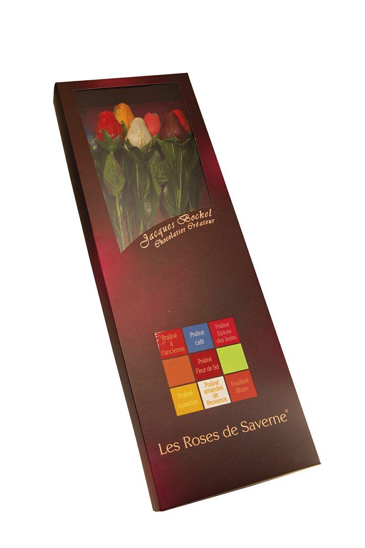 rouge, rose, jaune, bleue, orange, blanche et pourpre… chaque rose dévoile un parfum envoûtant : praliné à l'ancienne, aux épices des Indes, noisette, café, rhum, amande de Provence ou fleur de sel. A offrir à la plus belle des fleurs ! Jacques Bockel, Chocolatier-Créateur - Le coffret de 7 roses  - PV conseillé : 29,50€ - www.planet-chocolate.com