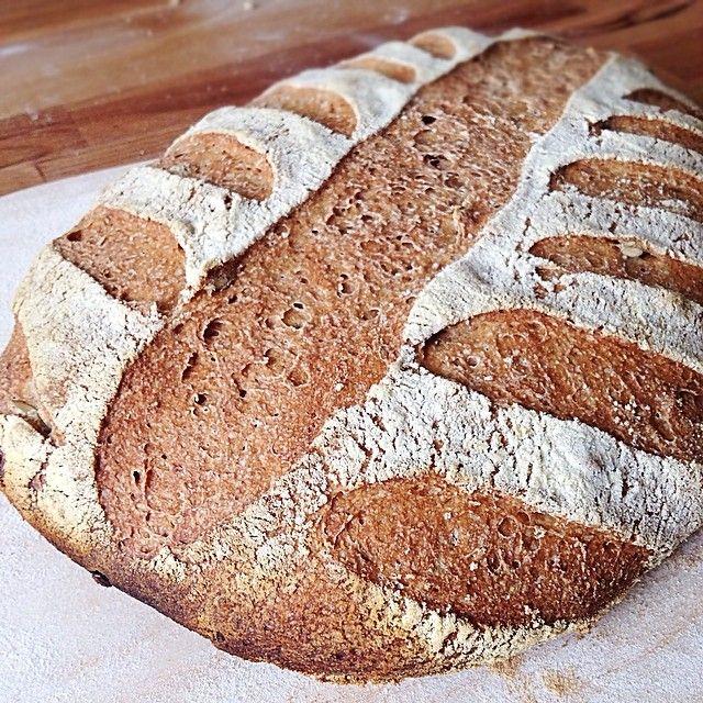 Se il buongiorno si vede dal mattino... Pagnotta 100% farina integrale con semi di zucca e girasole ✨