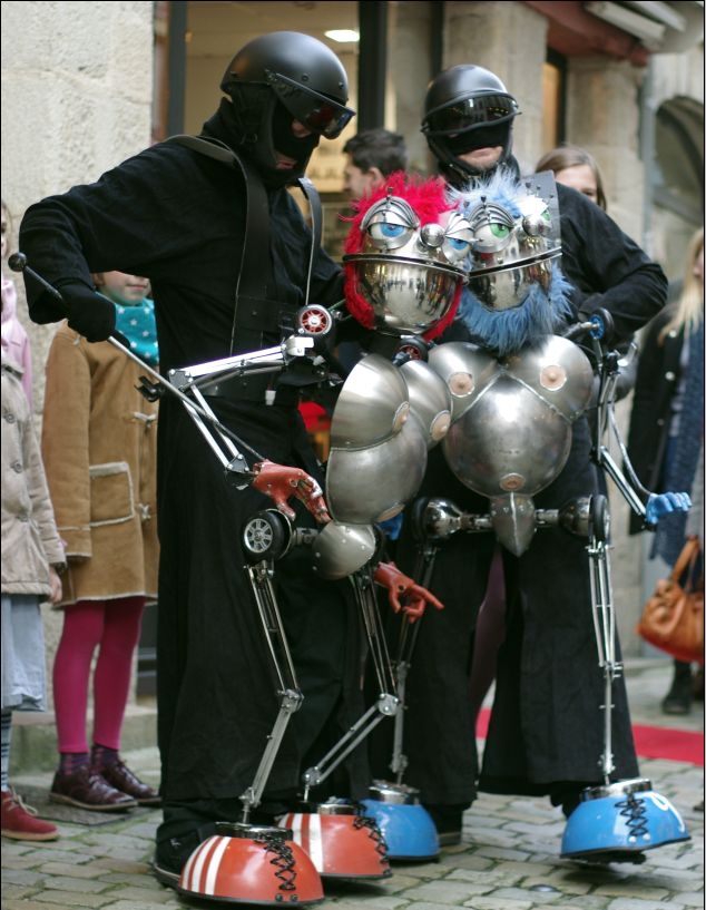 les visiteurs, marionnettes animation de proximité festival et carnaval