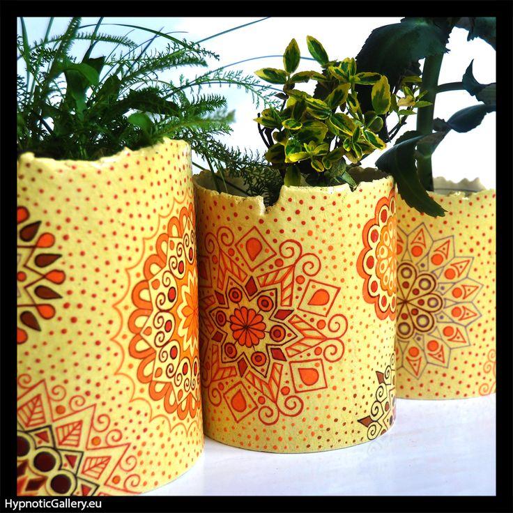 Set of planters in warm colors. Zestaw osłonek w ciepłych kolorach.