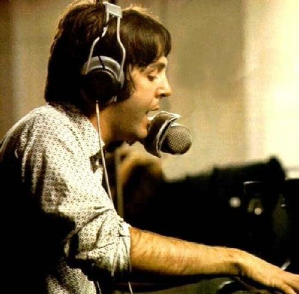 「beatles  paul sing keyboard 1968」の画像検索結果