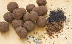 Hinter dem explosiven Begriff Samenbombe oder Seed Bomb verbirgt sich eine eigentlich sehr feine Sache: Mit den Saatgutkugeln lassen sich brachliegende Flächen in Städten quasi im Vorbeigehen begrünen. So können Sie die grünen Wurfgeschosse selber machen. #samenbomben