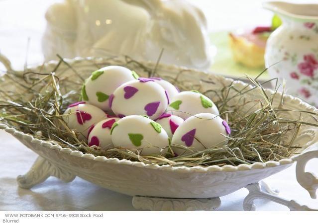 Egy kosárka  szívecskés tojás