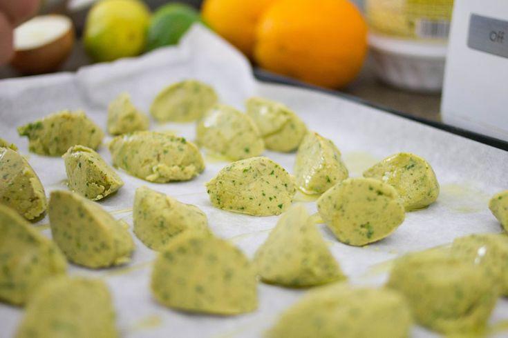 I falafel sono una nostra grande passione. Ci piace molto farli anche in casa, per questo abbiamo trovato la ricetta perfetta per farli al forno!