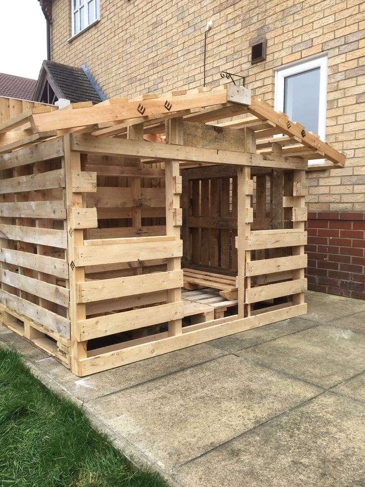 25 best ideas about pallet playhouse on pinterest for Plan cabane enfant palette