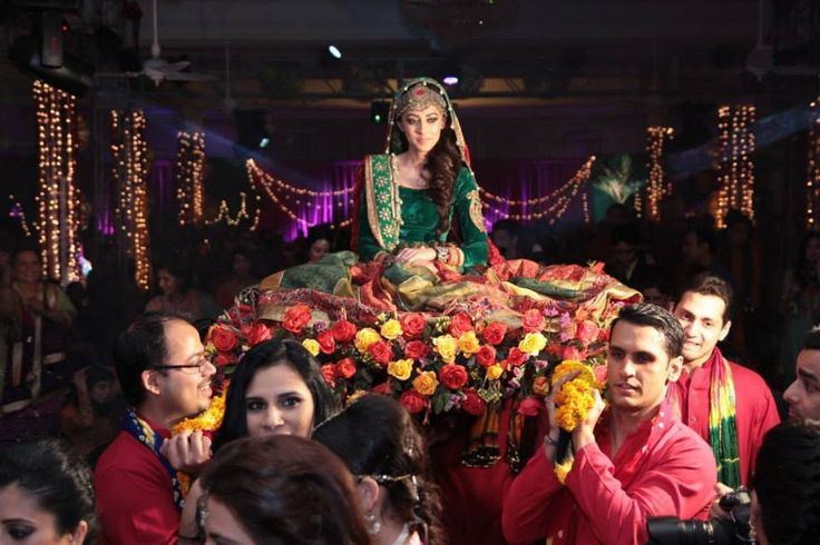 Ainy Jafri Rahman #Mehndi entry on #doli | See on SWSays