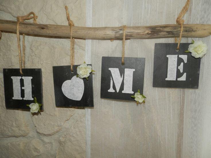 """"""" HOME """" en petites tuiles ardoises peintes sur bois flotté"""