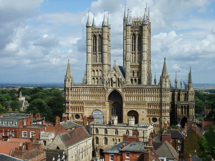 Lincoln Cathedral is one of Europes finest Gothic buildings. Incredibly it was once the tallest building in the world, and it stands dramatically above the rest of the city's skyline.