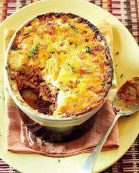 Dié resep is amper soos lasagne, maar pleks van pasta, gebruik jy skywe gaar aartappel.