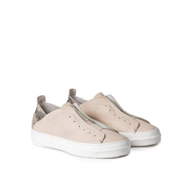 Tennis shoes in extrasoft calf leather. Cream color, with printed python details.