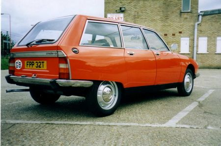 My very first car was one like this, a Citroen GS Station wagon. It had the same colour and it was pretty cool. Hydraulic suspension, very light steering and loads of room.