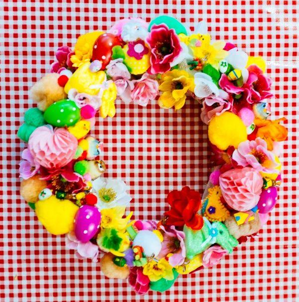 Vrolijke paaskrans- easter wreath- http://www.galerie-lucie.nl