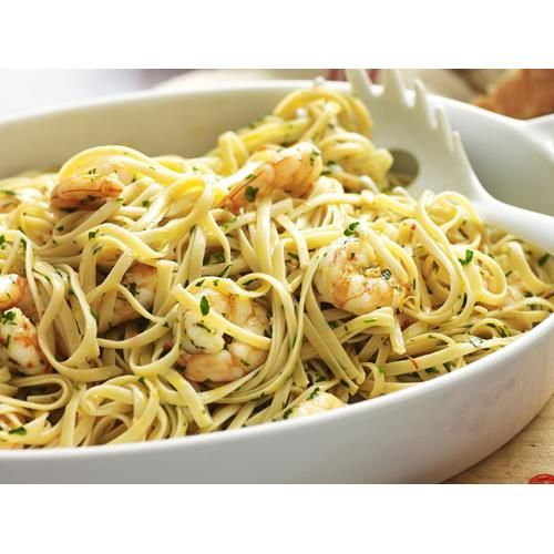 Chilli prawn linguine recipe. Quick, easy and totally delicious, this chilli prawn linguine will quickly become a family dinner favourite.