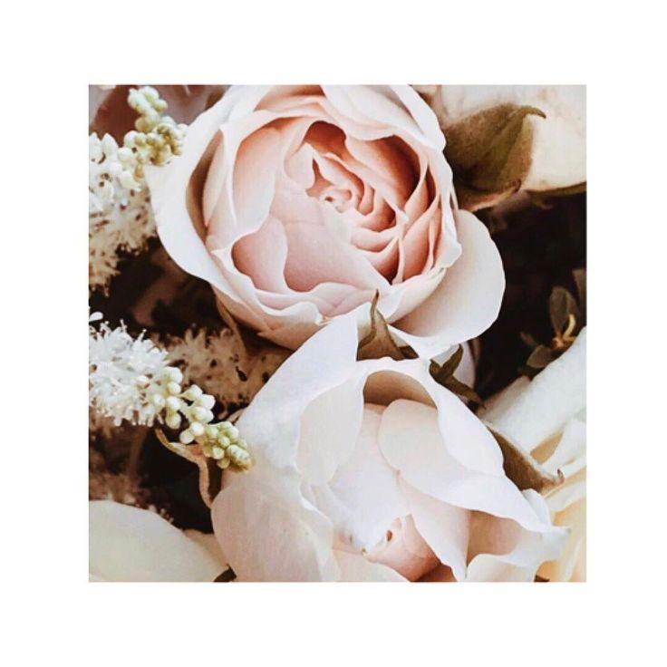 Schönen Abend an Euch Alle und schönes Wochenende .  Vielen Dank für die Bestellungen in den letzten Tagen .  Design by hhenna.art   #hhenna.art #white #roses #positivity #hamburg #henna #mehndi #jagua #roses #myjagua #black #hennaartist #artist #art #hennainspire #hennatattoos #hennapaste #tattoo #tattoos #nails #drawing #indian #arab #arabic #oriental #accessoire #wedding #holidays #photooftheday #germany