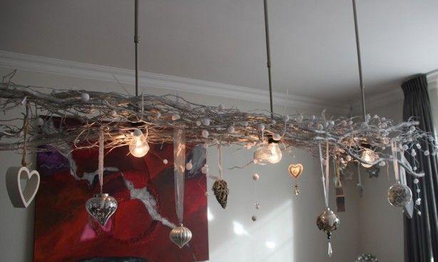 lampenkappen eraf, takken eraan. heel makkelijk om thuis meteen een winter/kerstgevoel te krijgen.
