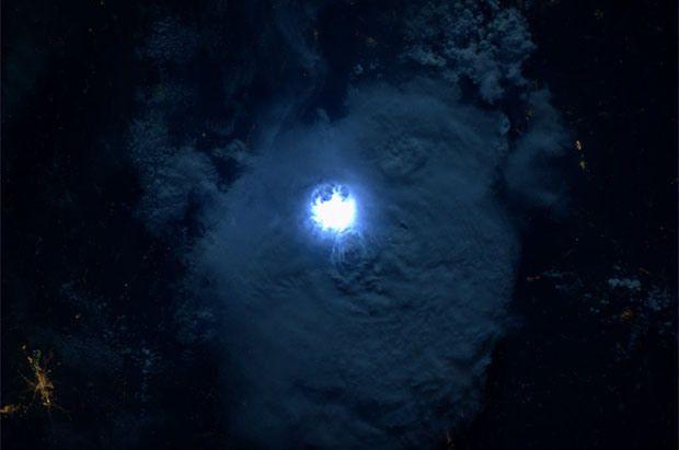 ฟ้าผ่าจากอวกาศ...!!!