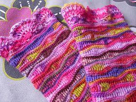 """oder         """"Wohin mit all der Sockenwolle?""""         Inzwischen gibt es sie ja in den schönsten Farben! Kunterbunt, mit Farbverlauf, i..."""