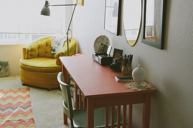 the cutest studio apartment ever! lots of great organizing tips here!