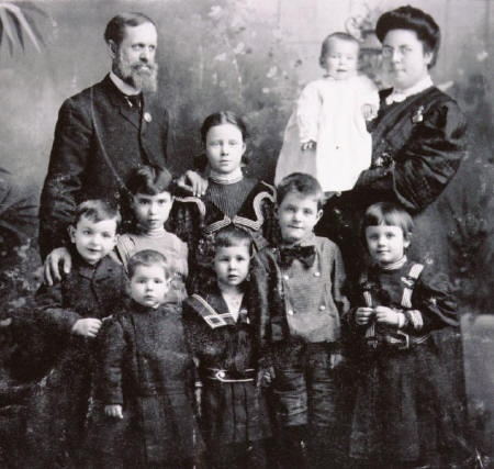 Orphan Train. Two agents and their precious load of children.