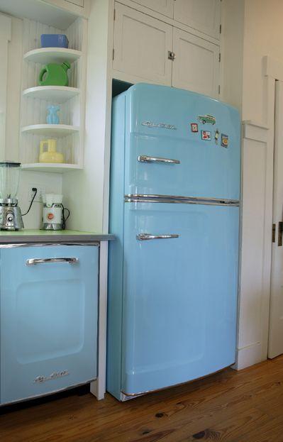 I want one for my garage ♥Baby Blue, Vintage Appliances, Vintage Kitchens, Kitchens Appliances, Blue Kitchens, Refrigerator, Retro Style, Corner Shelves, Retro Kitchens