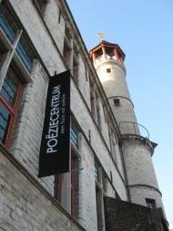 Poëziecentrum, dit centrum in Gent is een dynamisch, onafhankelijk en pluralistisch platform dat op tal van manieren poëzie promoot.