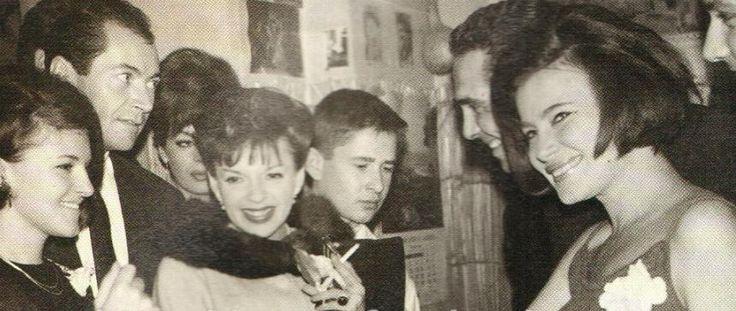 ΚΟΥΙΝΤΑ: Πάρτυ, χλιδή από το αγαπημένο Κλαμπ των Ελλήνων Star στην Αθήνα της δεκαετίας του '60 (Φωτογραφίες)