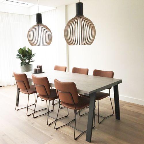 Bert Plantagie - Seven eetkamertafel  Secto Design - Octo 4240 lampen  Bert Plantagie - Kiko stoel