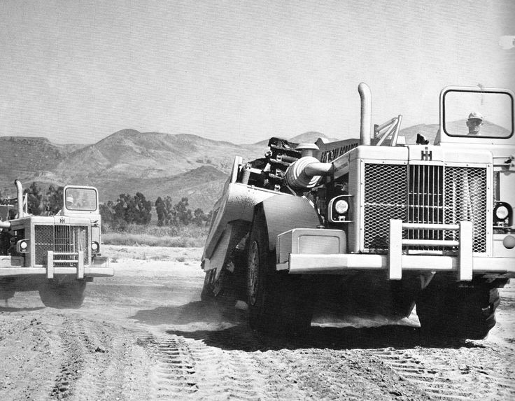 These are very early production E270s shown working at International Harvester's proving grounds in New Mexico. The picture is dated 1964. Early E270s were not fitted with a sunshade cab.