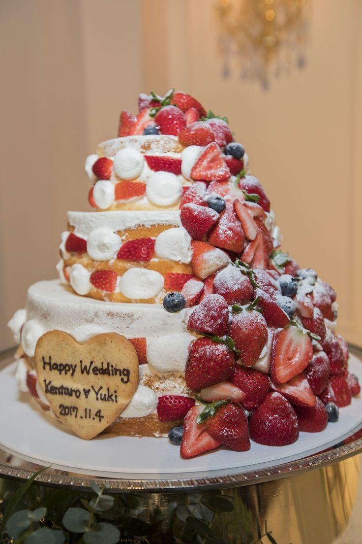 流れるようなイチゴがかわいい人気のネイキッドケーキ♡