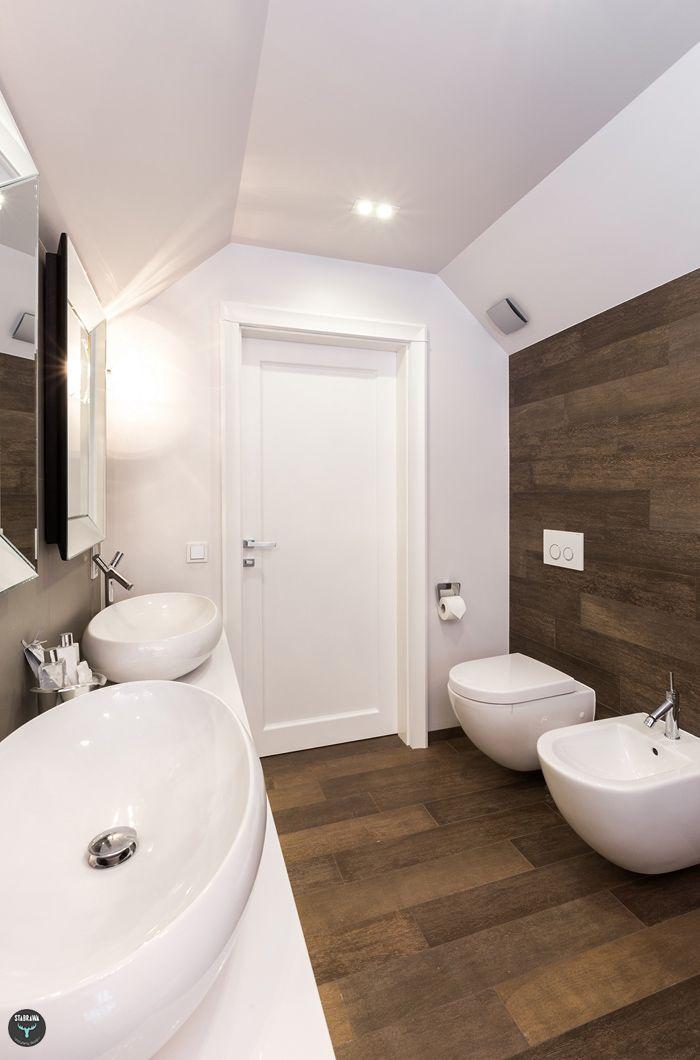Łazienka, biała i drewno