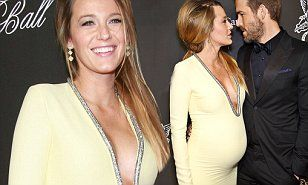 She looks amazing pregnant! This outfit is gorgeous ♡ Blake Lively
