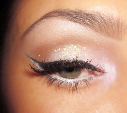 GorgeousMake Up, Eye Makeup, Cat Eye, Glitter Eyeshadow, Wings Eyeliner, Beautiful, Eyeshadows, Eyemakeup, New Years
