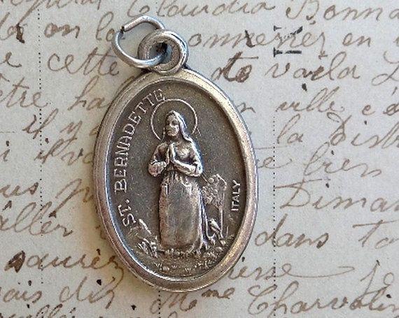Vintage  Bernadette Soubirous praying  Medal. Religious Medal